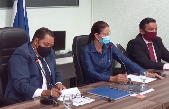 Prefeita Margareth participa da primeira sessão ordinária da Câmara de vereadores