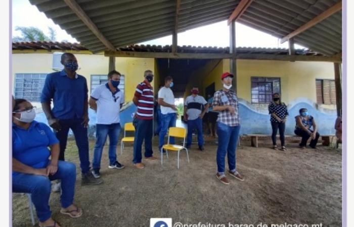 Prefeita ouve reivindicações da comunidade de Cuiabá Mirim