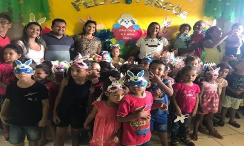 Na manhã do dia 17 de Abril de 2019 a Primeira Dama Cris Verônica Bragança realizou a entrega de Ovos de Páscoa na Creche Municipal Esmaelita